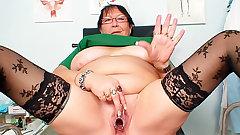 Fat old nurse fucks pussy with speculum