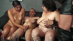 Three fat moms are sucking one dick
