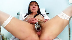 We go way inside the mature pussy