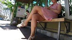 SEXY MILF LEGS CROSSED TOES AMATEUR VOYEUR CANDID1