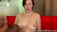 Mature babe filling pussy with strapon and cant get enough