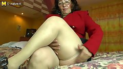 Horny amateur Latin mature mom playing with her hairy pussy