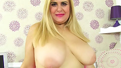 Spanish milf Musa peels off her nylons and fucks herself