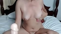 Black Haired Mom Shows Her Feet &_ Body - 989cams.com