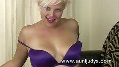 Blonde MILF Kelly finger fucks her wet pussy