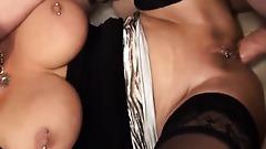 Geld verdienen mit Pornos - Cougar vom Jungschwanz anal gefickt