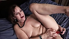 Mature MILF Lynn Saggy Tits Masturbation In Bed